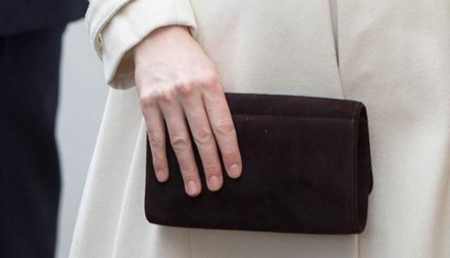 Рептилоидные пальцы английской знати