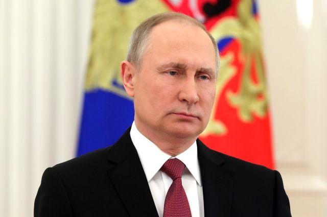 Владимир Путин наградил золотыми звездами Героев Труда России