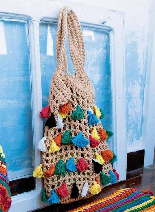 сетка с разноцветными кисточками