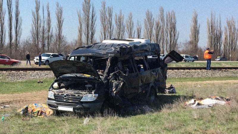 После аварии с электричкой в Крыму возбудили уголовное дело