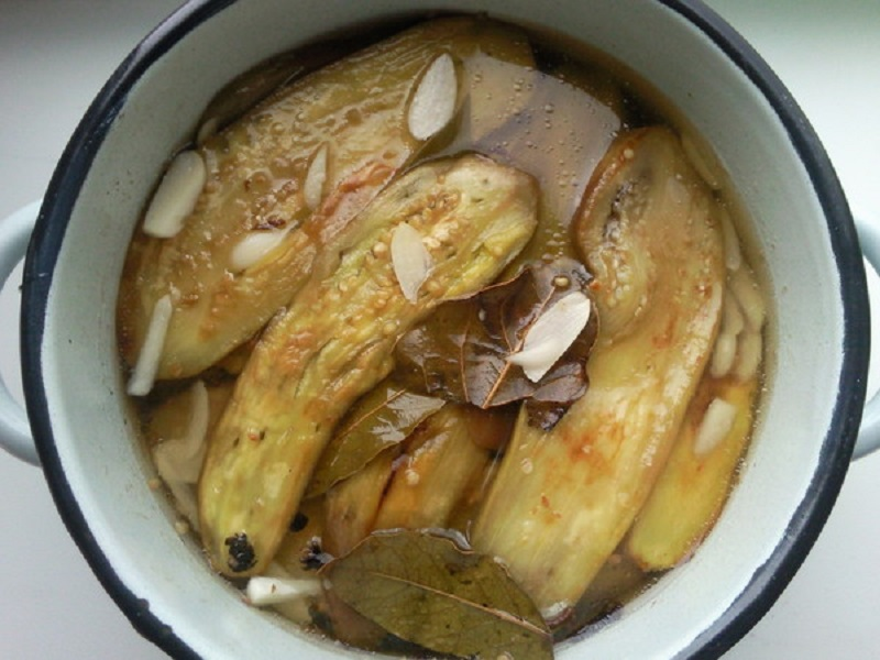 Простой рецепт вкуснейшей закуски из баклажанов