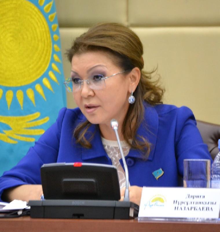 Дочь Назарбаева личным примером заступилась за русский язык