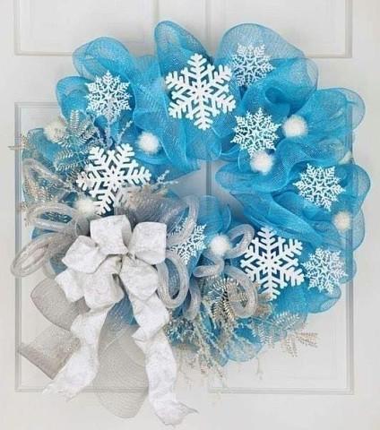Рождественские веночки из фатина, снежинок и ниток. Идеи.