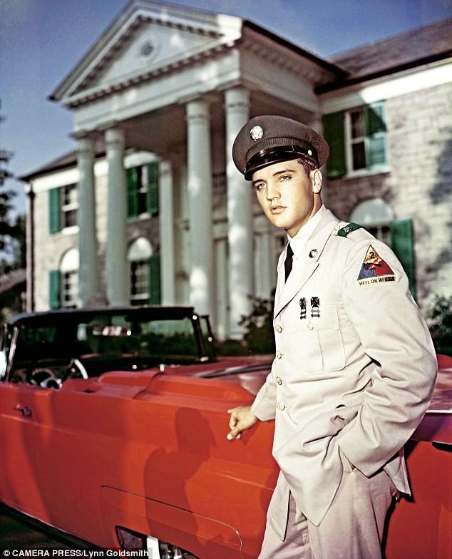 Элвис-военнослужащий на побывке в своем имении Грейсленд, 1959 год архив, знаменитости, интересно, история, редкие снимки, фото, фотоальбом, элвис пресли