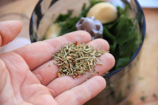 Витаминная аджика из летней зелени