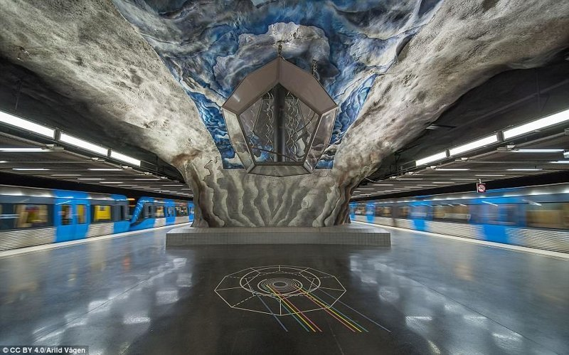 Станция Tekniska högskolan - пример футуристического направления в искусстве галерея, метро, метрополитен, метрополитены мира, подземка, стокгольм, художественная выставка, швеция