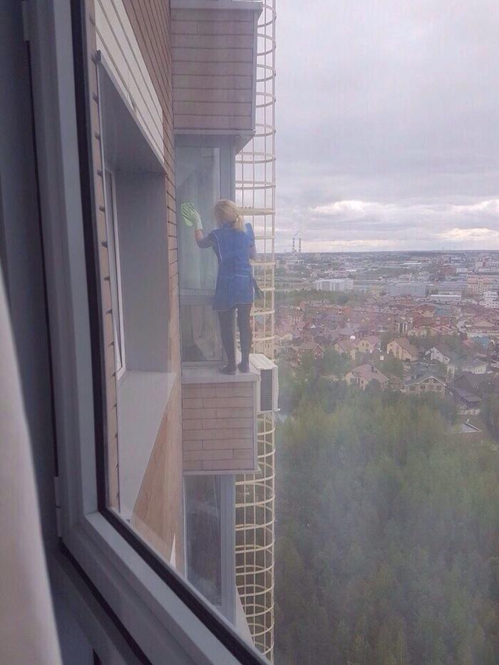 Моет окна, 19 Ñтаж