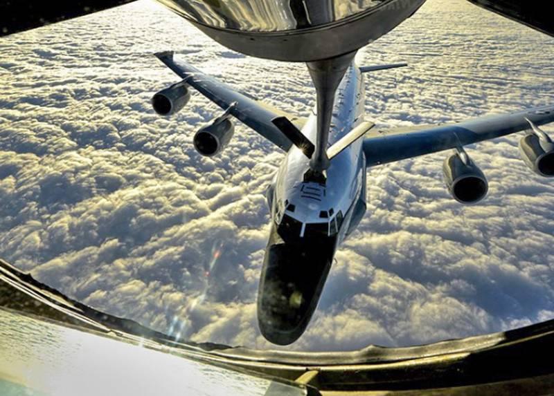 К воздушным границам РФ приблизились сразу три американских разведчика