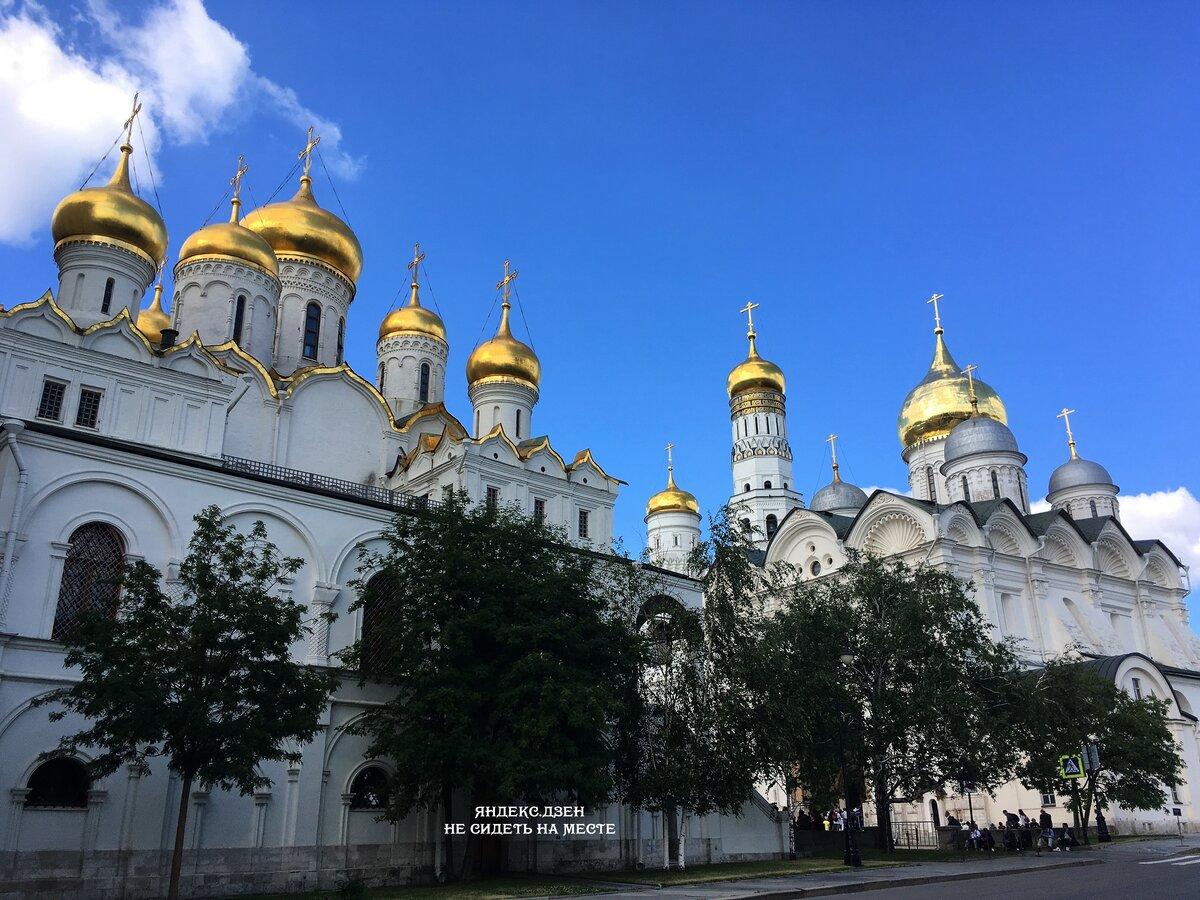 Золотые купола Московского Кремля