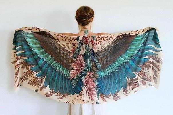 Вдохновившись красотой птиц, Роза Хамитова создала серию ну просто фантастических шарфов