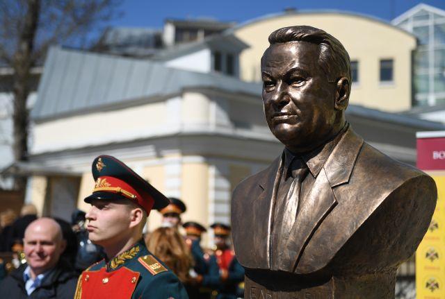 Бюст Ельцина установлен на «Аллее правителей» в Москве