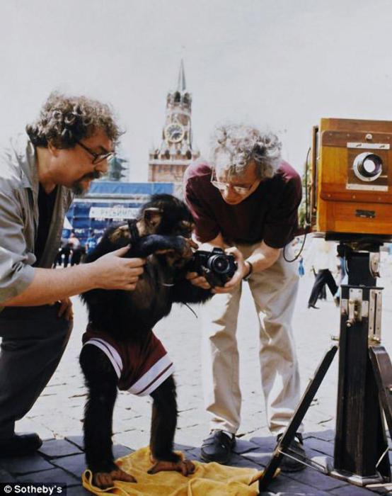 18 фотографий Микки, объединенных в один лот, ушли с молотка за 50 тысяч фунтов стерлингов.