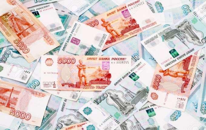 Евро и доллар взлетели вечером в понедельник