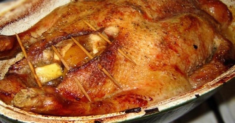 Запеченная утка с яблоками, апельсинами и тимьяном... Блюдо № 1 на праздничном столе!