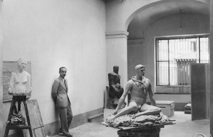 Лучо Фонтана в своей студии на Виа де Амицис, Милан, 1933 / Фото: fondazioneluciofontana.it