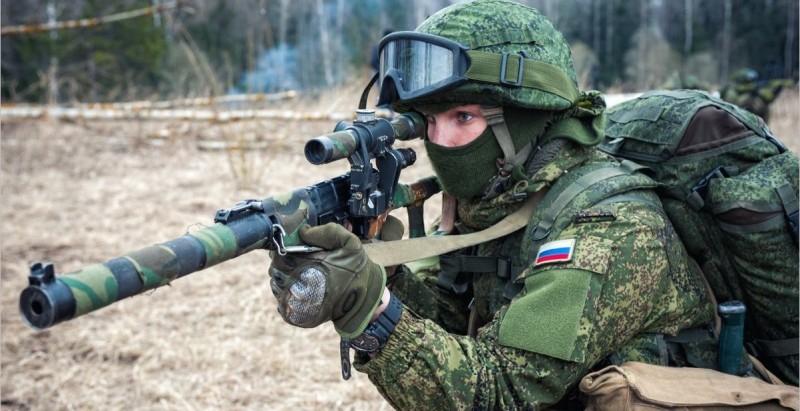 Снайпер с голубем на каске