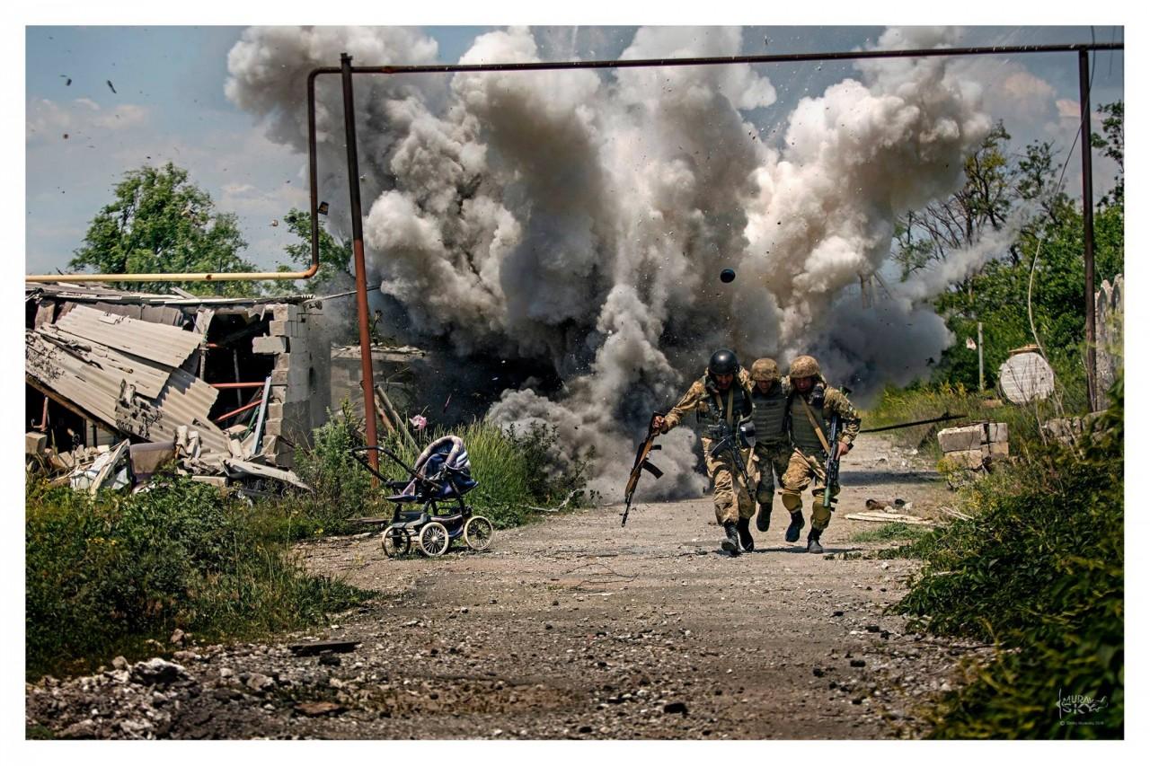 Фотограф поразил сети невероятными снимками боев сил АТО с боевиками на Донбассе