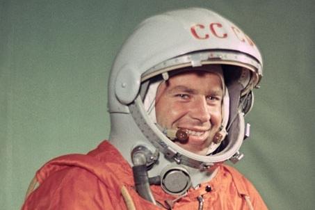 Как наши советские космонавты американских «водкой» угощали