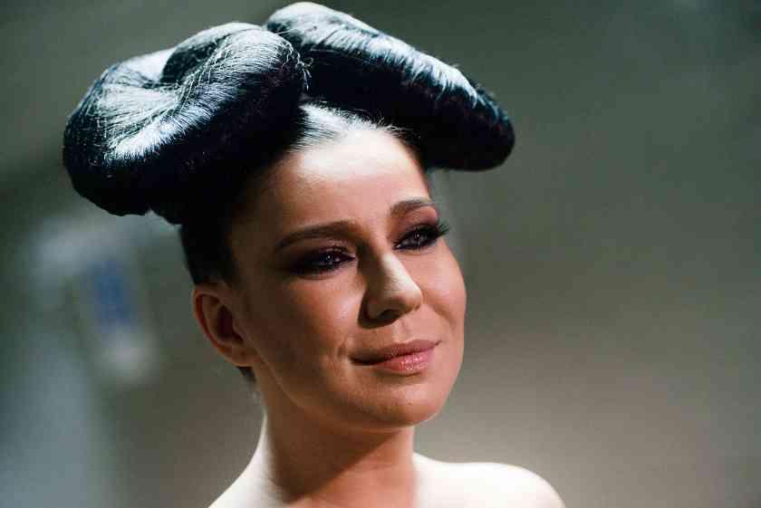 «Свежая и женственная»: поклонники не узнали певицу Ёлку после смены имиджа