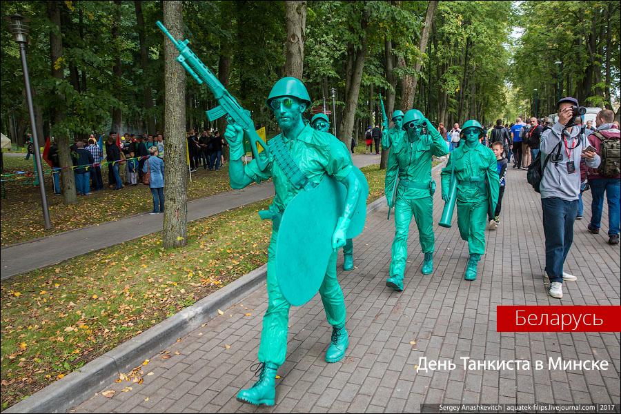 Как праздновали День танкиста в Минске