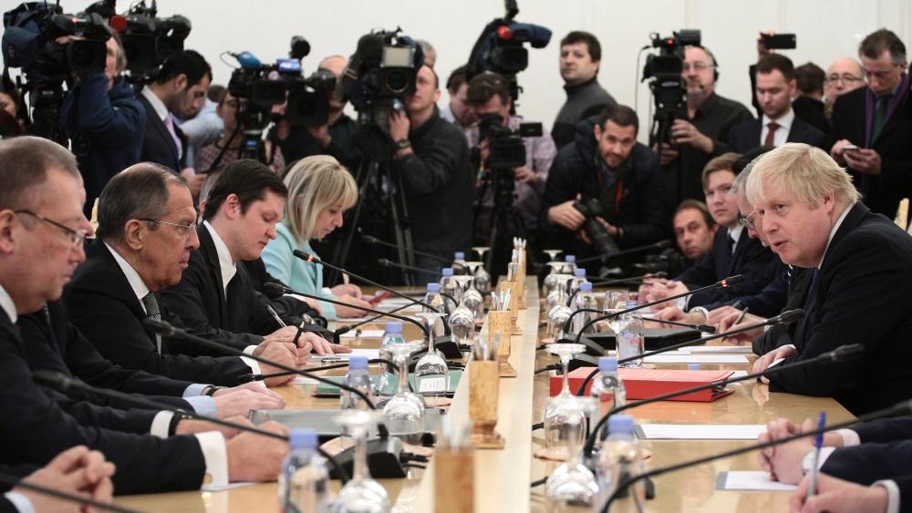Попытка прогнуться под США: в Совфеде ответили на выпады Джонсона в адрес РФ
