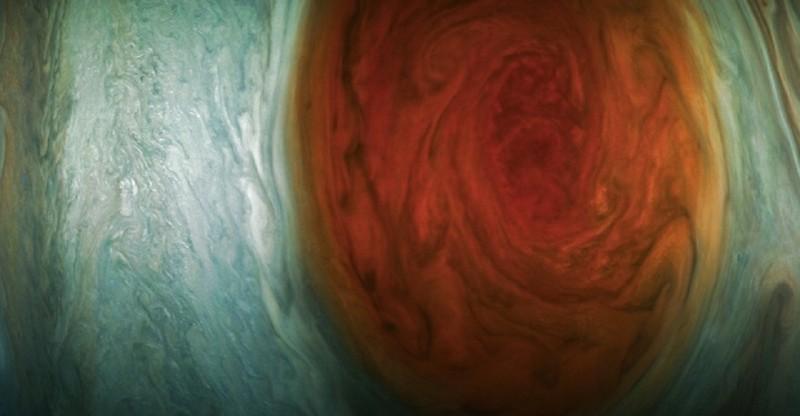 Космический зонд сфотографировал самую сильную бурю в Солнечной системе