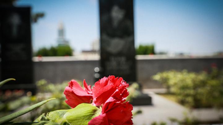 """""""Армию против кладбищенской мафии вывести"""": Гроб с покойником в центре Самары напомнил о """"прибыльном бизнесе"""""""