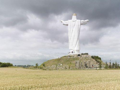 Гигантские памятники со всего света (8 фото)