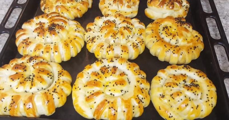 Невероятно нежные, вкусные пирожки из простых ингредиентов поразят ваших гостей
