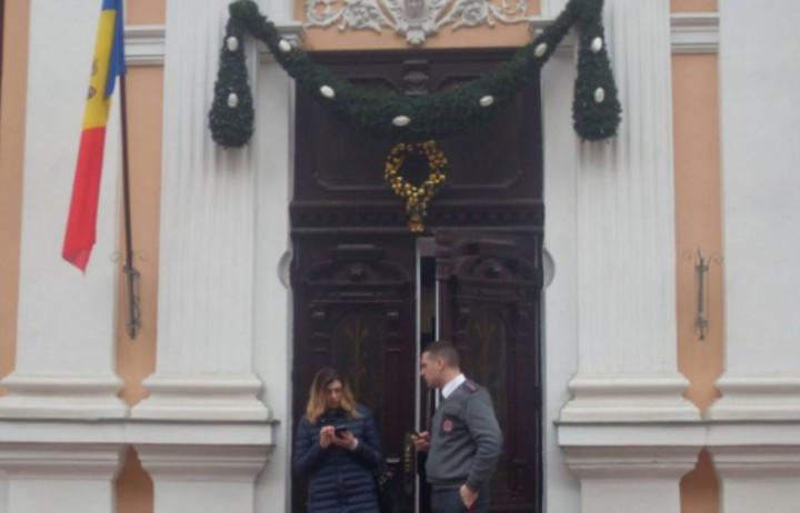 Президент Молдавии распорядился снять флаг ЕС со своей администрации
