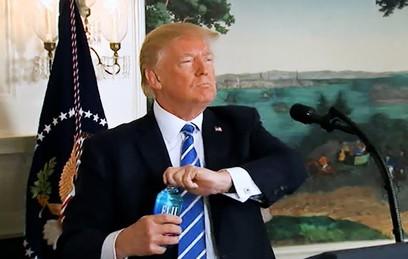 Видео пьющего Трампа насмешило соцсети