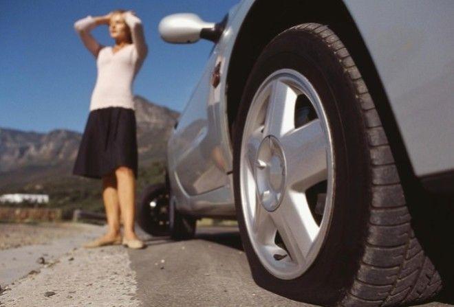 Как накачать колесо в автомо…
