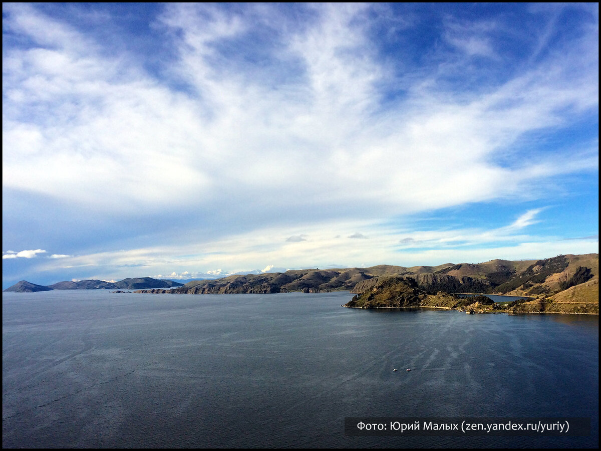 Вид на озеро Титикака с горы Cerro Calvario (Копакабана, Боливия)