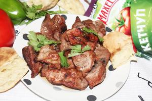 Фото к рецепту: Шашлык из филе бедра индейки