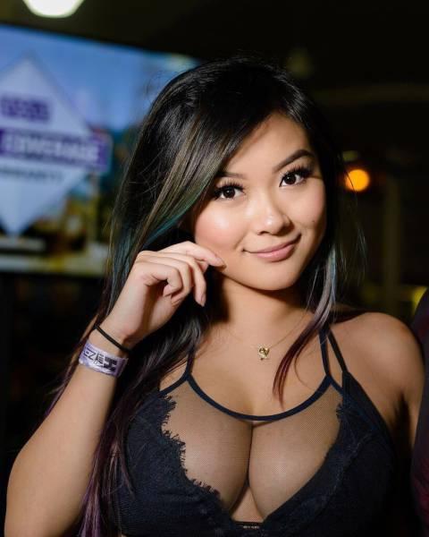 Горячая Азиатка Vk