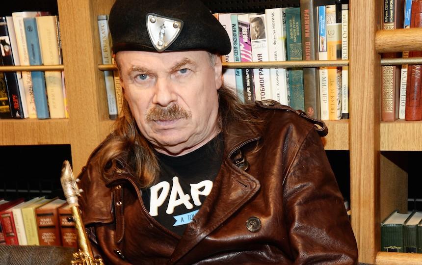 Близкие молятся за здоровье Владимира Преснякова-старшего