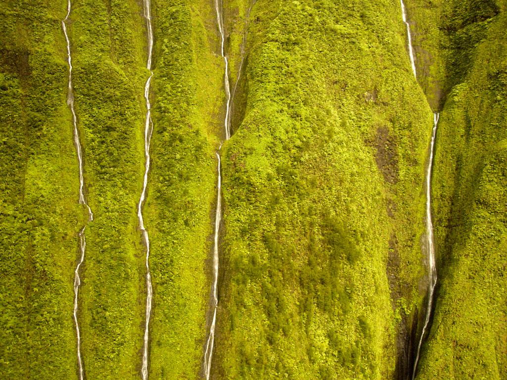 Стена слез. Водопад Хонокохау на Гавайях