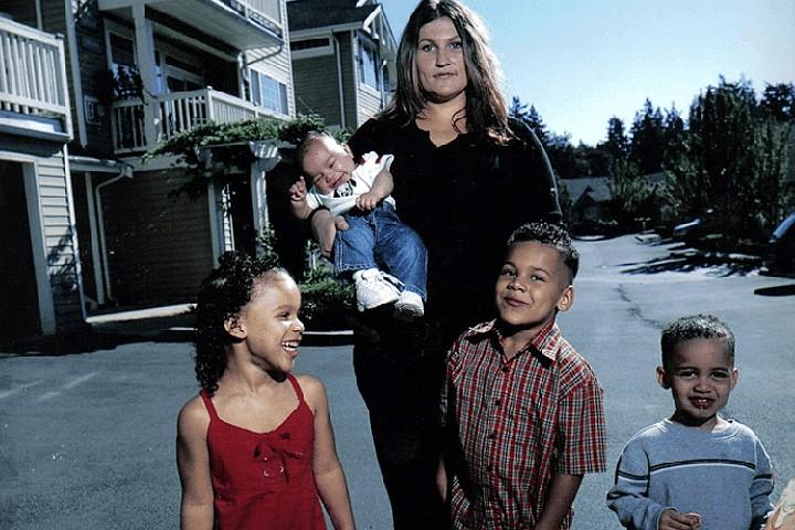У матери и ее детей оказались разные ДНК: Из-за редкой мутации у американки едва не отобрали сына и дочь