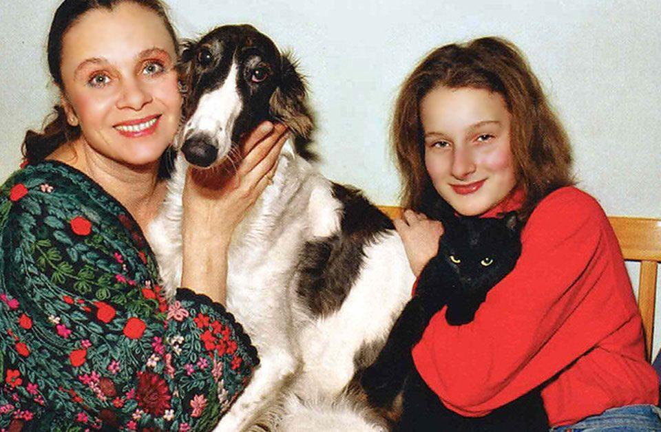 Как и чем сейчас живет дочь Любови Полищук Мариэтта