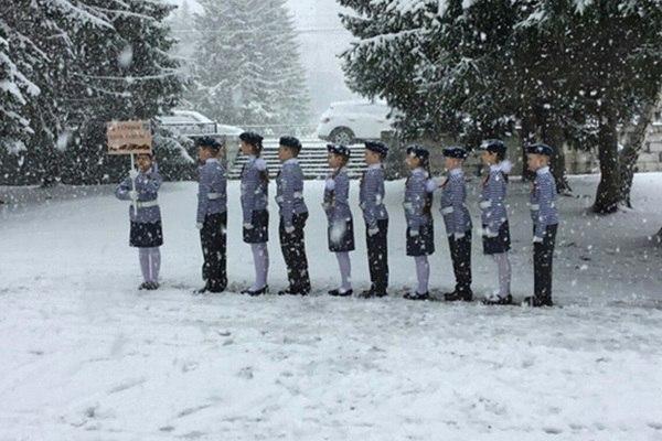Дети стали героями, или балетки в снегу