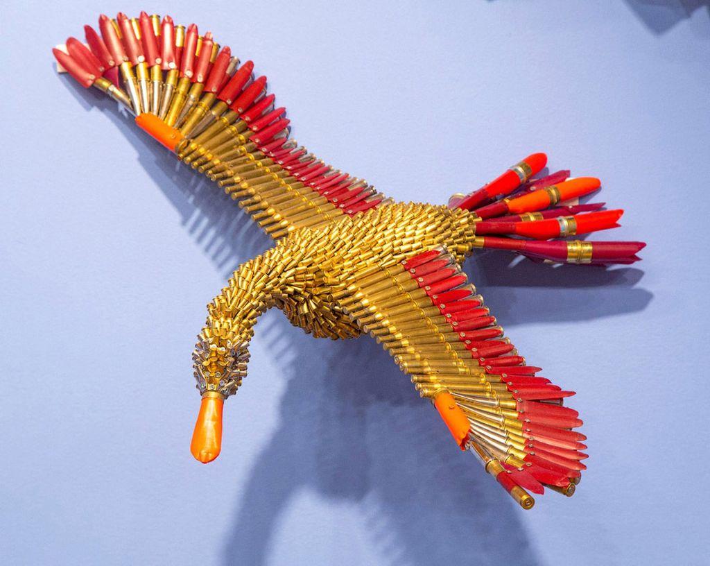 Совсем уж необычный материал для скульптур.