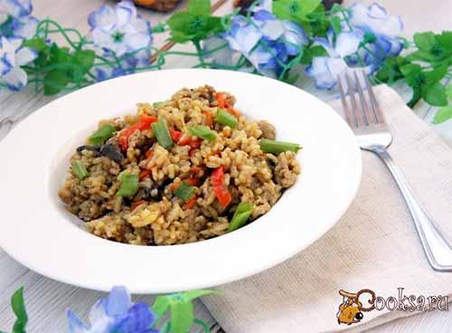 Рис с мясным фаршем и баклажанами