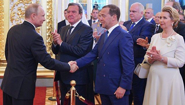 Старый конь борозды не портит-Путин предложил кандидатуру Медведева на должность премьера