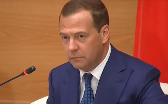 Медведев своим решением породил новый анекдот про Мутко