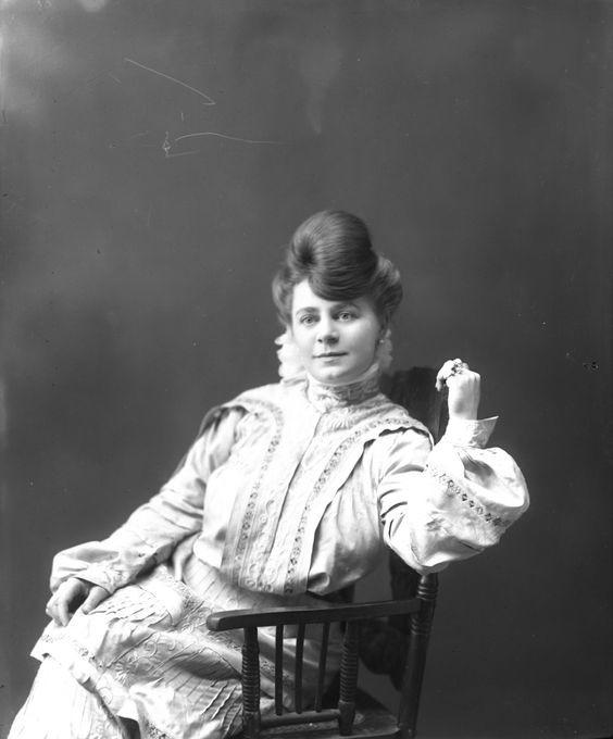 Dance Hall Girl in the Klondike, 1898-1910. девушки, дикий запад, интересное, салун, старые фото