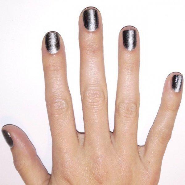 лак металлик на ногтях