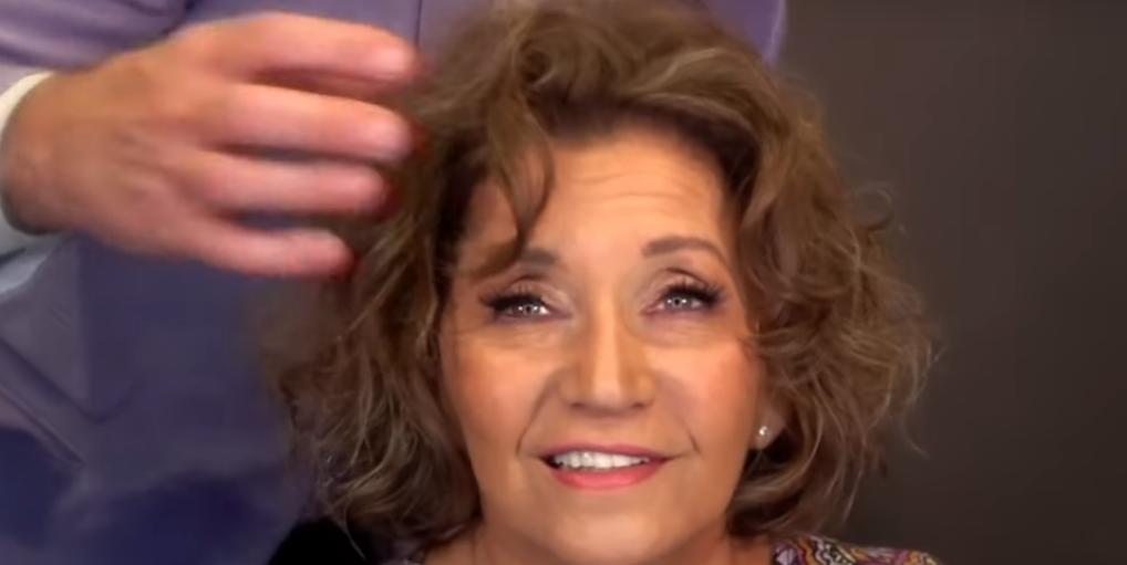 70-летняя женщина доверилась стилисту и помолодела лет на 20