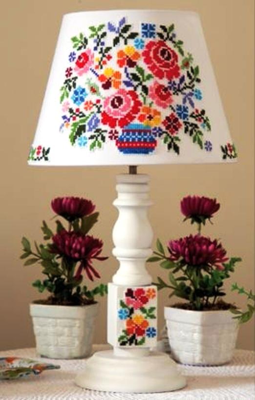 Схема для вышивки крестом — украшаем настольную лампу цветами