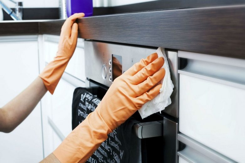 Чичстим кухонную мебель