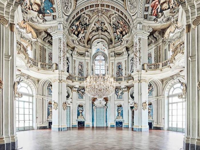 Роскошь и блеск: 14 интерьерных фото, которые раскрывают всю красоту итальянской архитектуры